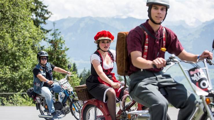 Töfflifahren wie Velofahrer: Der Helm dieser Gruppe am Glaubenberg dürfte künftig derselbe sein.