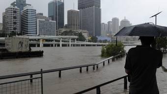 Der Fluss ist in der Stadt Brisbane bereits über die Ufer getreten - und Experten warnen, die Lage werde sich noch verschlimmern
