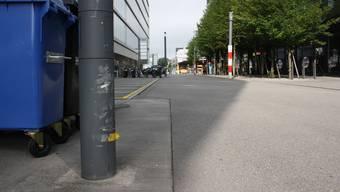 Die Kandelaber an der Wiesenstrasse in Schlieren wurden von mehreren Mobilisten angefahren.