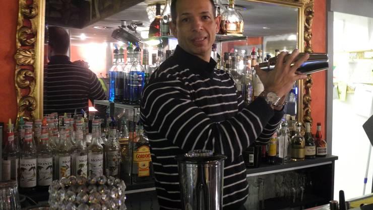Marcelo Barreto stand die letzten fünf Jahre an Weihnachten hinter dem Tresen seiner Bar.