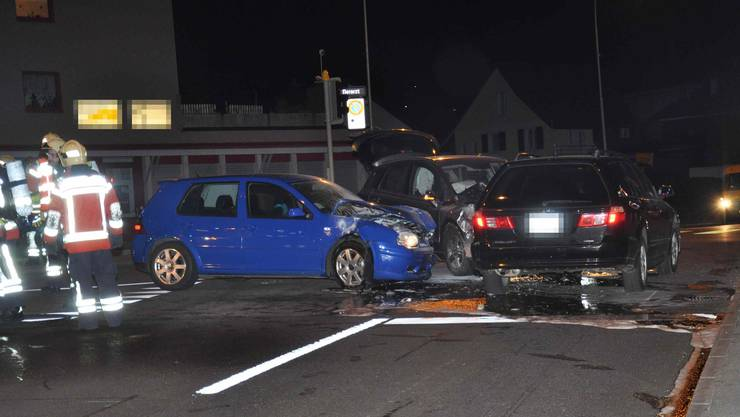 Ein 19-jähriger Autolenker verlor die Kontrolle über sein Fahrzeug und überfuhr bei roter Ampel die Haltelinie.