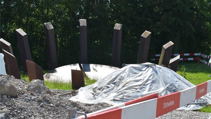 Sogar die Stadt findet, dass die Skulptur «Sphäre II» auf der Nötzliwiese inzwischen zu Dietikon gehört. Für 4000 Franken liess sie die Skulptur auffrischen, ein Kauf kommt derweil nicht infrage. Rue