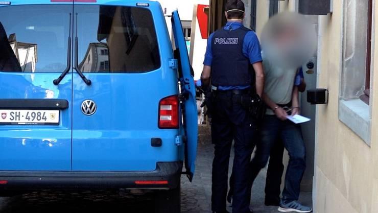 Der Beschuldigte am Dienstagmorgen auf dem Weg zur Verhandlung vor dem Schaffhauser Obergericht.