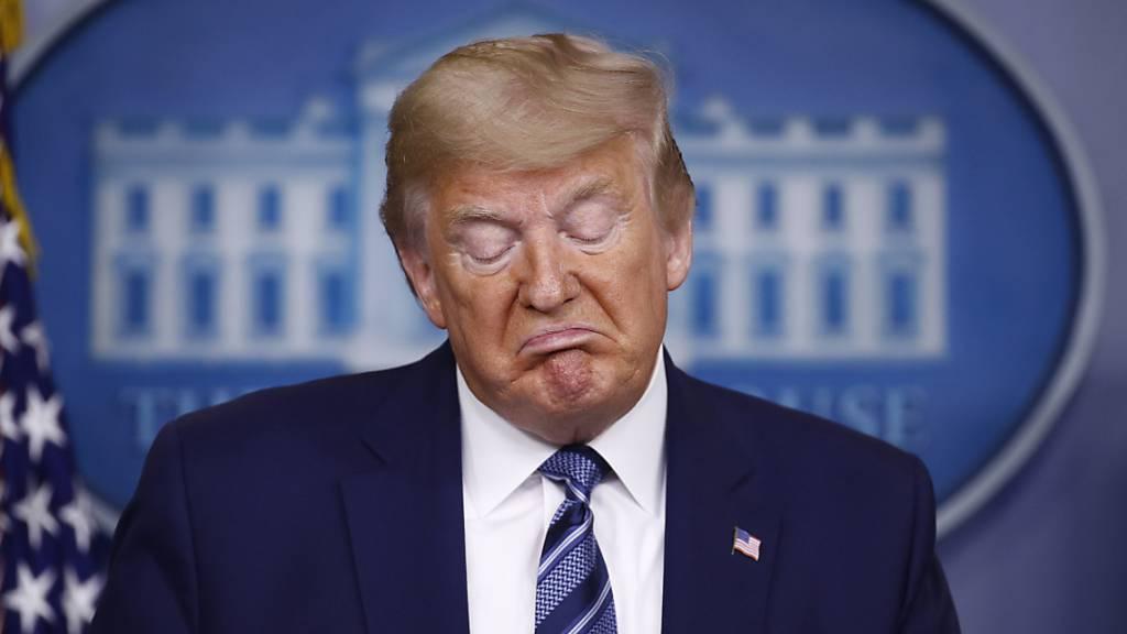 Trump spielt Gefahr herunter und nimmt Russen in Schutz