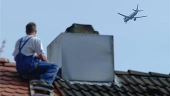 Der Kampf gegen übermässigen Fluglärm flammt neu auf.