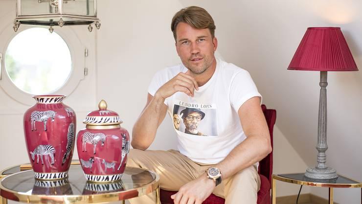 DJ Antoine alias Antoine Konrad an seinem Arbeitsort in Oberwil. Im ehemaligen Polizeiposten hat der Baselbieter sein eigenes «Imperium» aufgebaut, wie er es nennt.