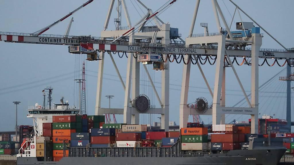 Schweizer Aussenhandel im Oktober deutlich geschrumpft