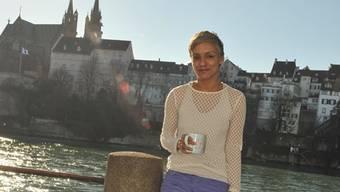 Permi Jhooti ist in London geboren, in Preston aufgewachsen und bezeichnet heute Basel als ihr Zuhause.