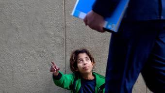 Auch in der EU werden Kinder Opfer von Menschenhändlern und zum Betteln gezwungen. (Symbolbild)
