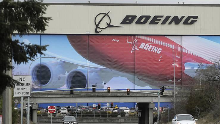 Der Boeing-Konzern hat angekündigt, die Produktion in einigen Werken wieder hochfahren zu wollen - die Börsianer honorieren dies mit einem steigenden Aktienkurs. (Archivbild)