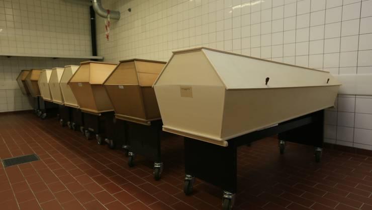 Jeder zehnte Tote wird im Krematorium Nordheim in der Stadt Zürich kremiert. Mit 6000 Einäscherungen pro Jahr ist es eines der grössten Krematorien Europas.