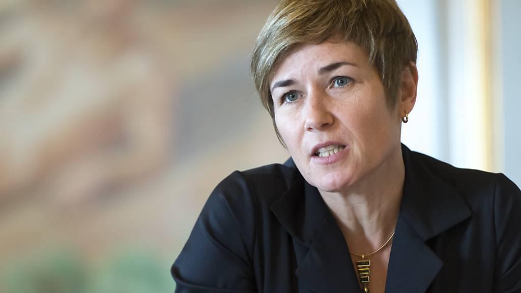 Die Präsidentin des Bundesverwaltungsgerichts, Marianne Ryter, pocht auf die Unabhängigkeit der Justiz. Die Richterinnen und Richter dürften nicht zum Spielball der Politik werden. (Archivbild)