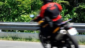 Statt 80 km/h brauste der Töfffahrer mit 162 km/h an der Tempokontrolle vorbei. (Symbolbild)
