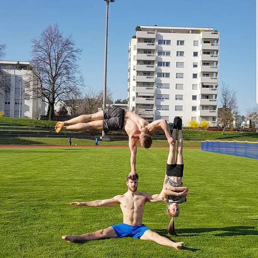 Die Handstand Brothers beherrschen ihre Akrobatik-Kunst... (© Instagram/handstand_brothers)