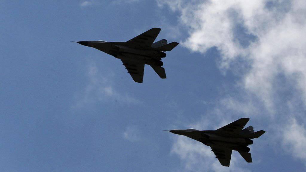 Ein italienisches Passagierflugzeug löste einen Einsatz slowakischer Kampfflugzeuge aus. Weil die Piloten des Airbus 320 nicht auf Funksignale reagierten. Zwei zum gemeinsamen Luftabwehrsystem der Nato gehörende MiG-29 eskortierten den Flieger schliesslich bis zur ukrainischen Grenze. (Symbolbild)
