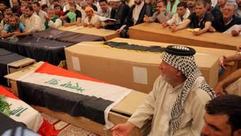 Särge, Tote, Trauer - so sieht das Tagwerk der sunnitischen Fanatiker vom so genannten Islamischen Staat (IS) in Bani Saad bei Bagdad aus.