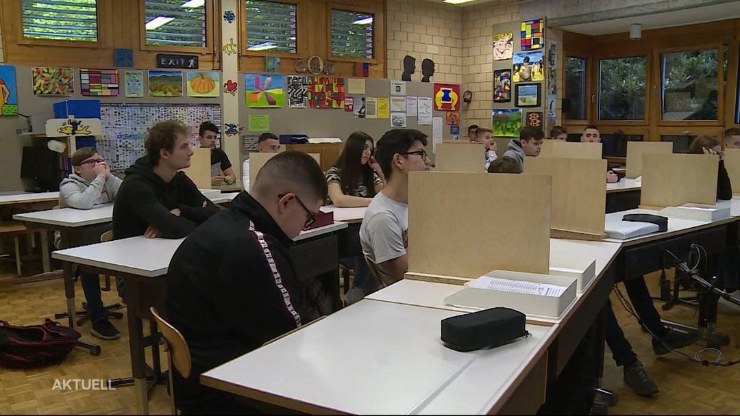 Schüler strömen zurück in die Klassenzimmer