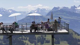 Die Schweiz wird laut Avenir Suisse von innen und aussen nach wie vor als Insel der Glückseligen gesehen, ist aber relativ zu anderen Ländern zurückgefallen. (Symbolbild)