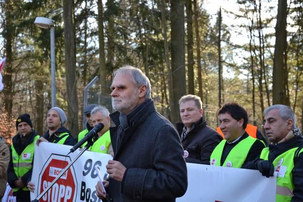 Dort hält Alfred Löckle, Chef des Gesamtbetriebsrates von Bosch, eine flammende Rede