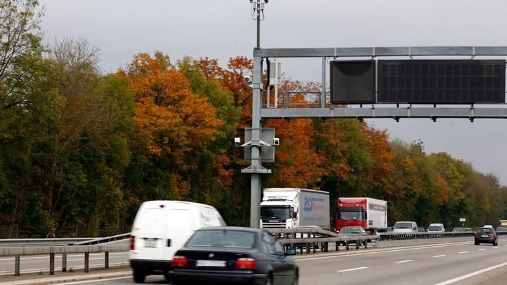 Viel Schaden für nichts: 2004 zertrümmerte Alex Z. den Radar, der ihn blitzte. Ironie: Die Anlage war noch im Test, es hätte keine Busse gegeben.
