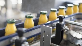 Klassischer Orangensaft rückt bei den Konsumenten zunehmend in den Hintergrund: Umsatz und Absatz nehmen ab. Im Trend sind derzeit exotische Fruchtsäfte. (Symbolbild)