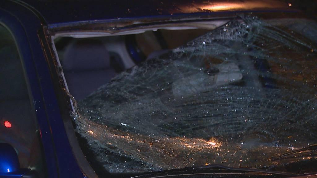 Fussgänger wird von Auto erfasst und schwer verletzt