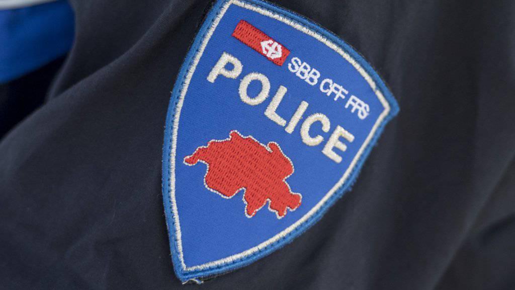 Die SBB haben gegen einen Transportpolizisten eine Untersuchung eingeleitet. Grund sind Äusserungen des Mannes auf Facebook. (Themenbild)