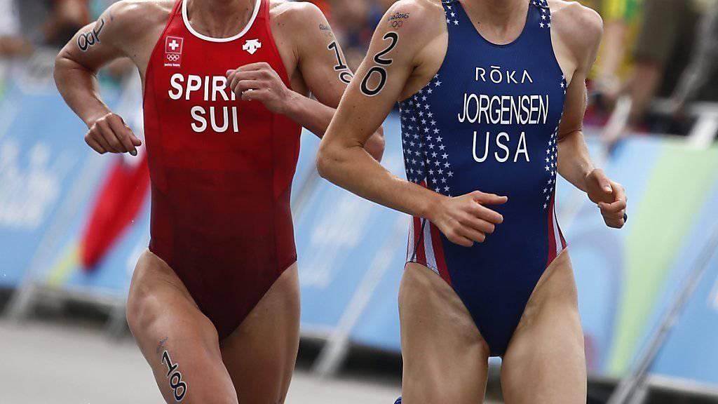 Nicola Spirig (links) musste sich im Olympia-Triathlon nur Gwen Jorgensen (rechts) geschlagen geben