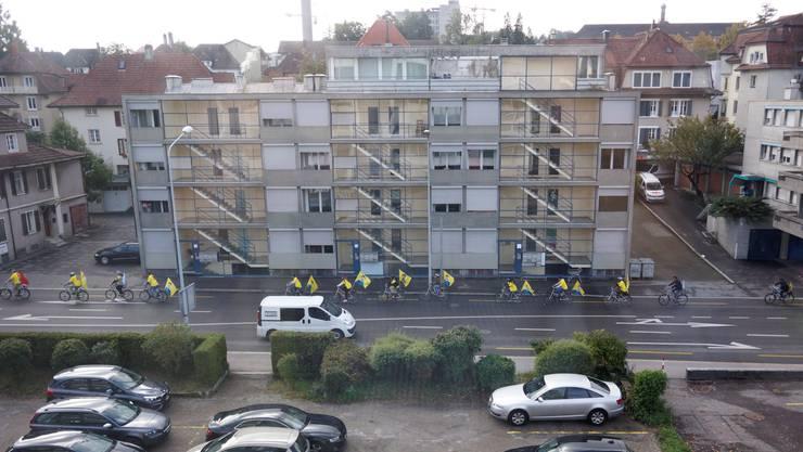 Die Jugendlichen fordern die Freilassung von Kurdenführer Abdullah Öcalan.