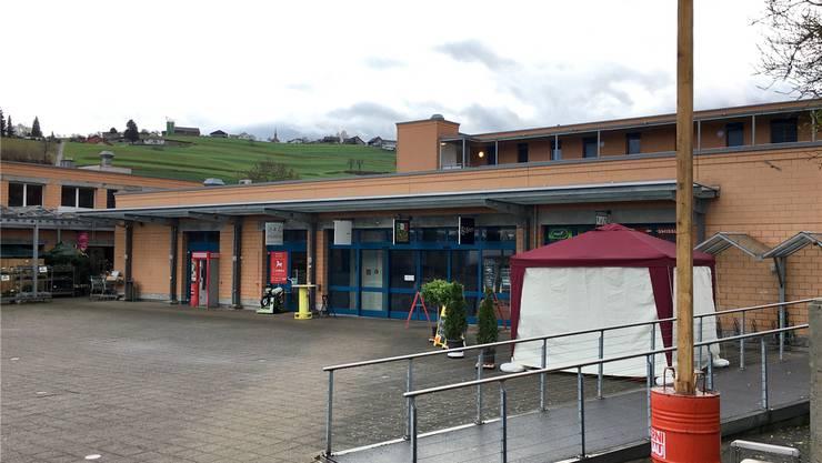 Auf dem Dorfplatz von Rudolfstetten-Friedlisberg ist die Erweiterung der Ladenfläche für den Grossverteiler Lidl geplant.chr