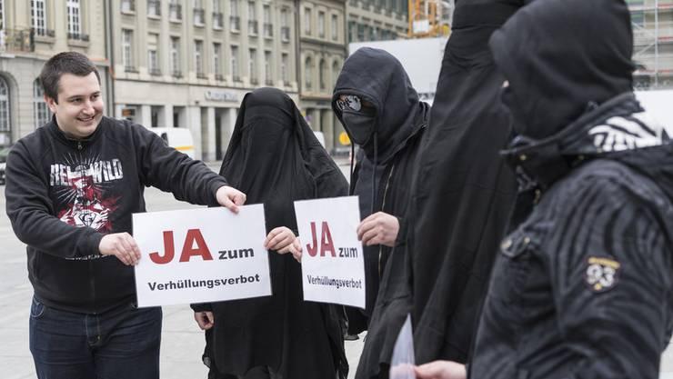 Die Unterschriftensammlung zur Initiative für ein Verhüllungsverbot wurde am 15. März in Bern lanciert - jetzt ist sie zustande gekommen.