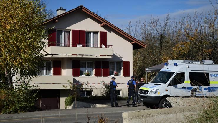 Am 4. November 2015 spielt sich bei diesem Haus an der Landstrasse in Gipf-Oberfrick das Familiendrama ab, bei dem die dreifache Mutter ums Leben kommt.Archiv/rio