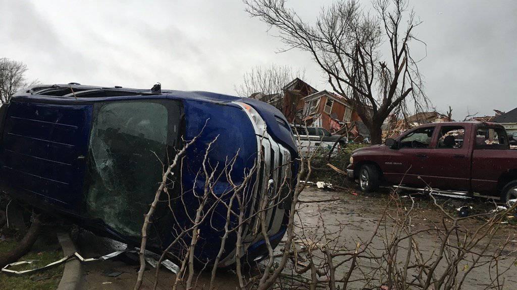 Bild der Zerstörung am Sonntag nach einem Tornado in Rowlett, Texas.