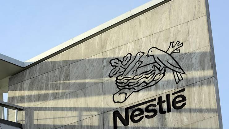 Nestlé weist im ersten Halbjahr ein solides Ergebnis aus (Archiv)