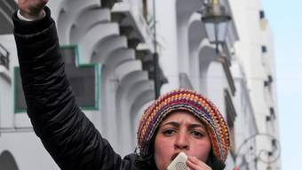 Eine junge Marokkanerin an einer Demonstration in Rabat