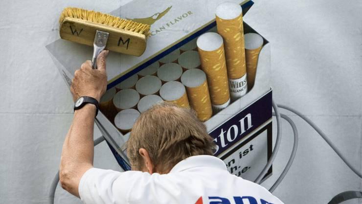 Das Volksbegehren will Zigarettenwerbung auf Plakaten im öffentlichen Raum, Kinowerbung, Inserate, Festival-Sponsoring und Onlinewerbung für Tabak verbieten.