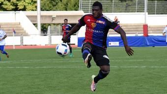 Neftali Manzambi erzielt den umjubelten Siegtreffer.