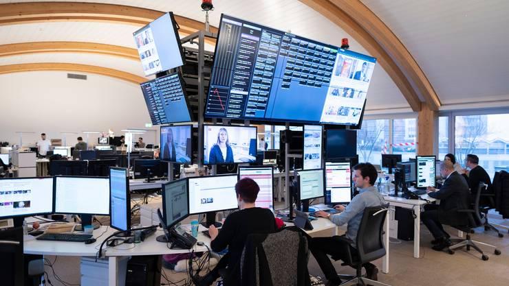 Die Redaktion von «20 Minuten» in Zürich. Infolge einer Umstrukturierung streicht die Gratiszeitung acht Stellen. (Symbolbild)