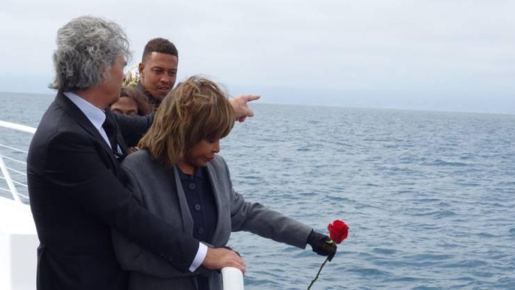 """""""Mein traurigster Moment als Mutter"""", schrieb Tina Turner am heutigen Freitag auf Twitter. """"Ich sagte ein letztes Mal Adieu zu meinem Sohn Craig Raymond Turner"""". Sie habe seine Asche am Donnerstag letzter Woche vor der Küste von Kalifornien ins Meer gestreut. (Twitter)"""