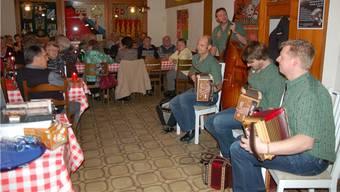 Das Quartett Schabernack vermochte mit seiner Musik auch in Hornussen das Publikum zu begeistern. – Foto: hot