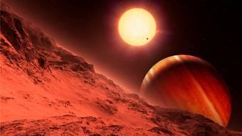 Diese Darstellung zeigt im Hintergrund die Sonne 51 Pegasi, bei welcher die Forscher den ersten Planeten ausserhalb des Sonnensystems entdeckt haben. Das Gebirge im Vordergrund gehört zu einem Mond.