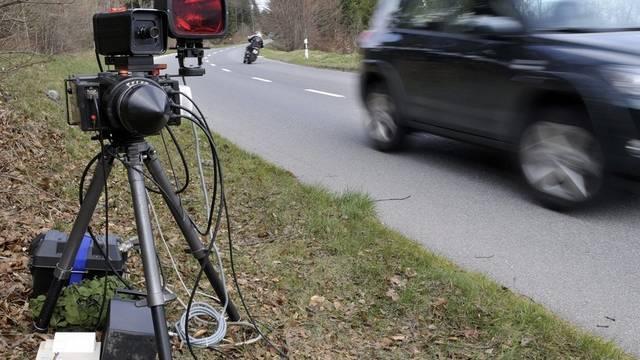 Rund 155000 Fahrzeuge wurden im Februar gemessen.  (Symbolbild)