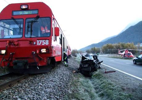 Das Auto wurde bei der Kollision in Bever total zerstört.