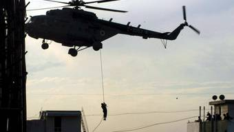 Übung misslungen: Zwei Rettungskräfte sterben beim Abseilen aus einem Helikopter in der Slowakei. (Symbolbild)