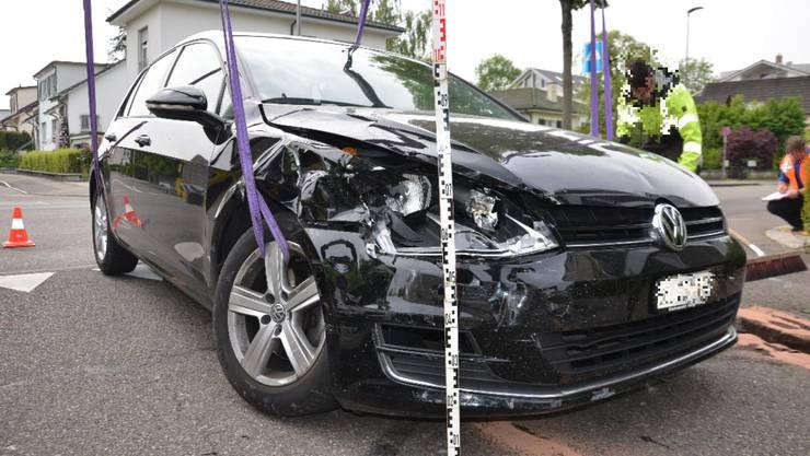 Beide Fahrzeuge wurden beschädigt und mussten durch ein Abschleppunternehmen abtransportiert werden.