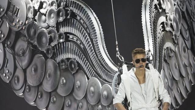(B)engelchen Bieber liess seine Fans am Sonntag in Berlin lange warten.