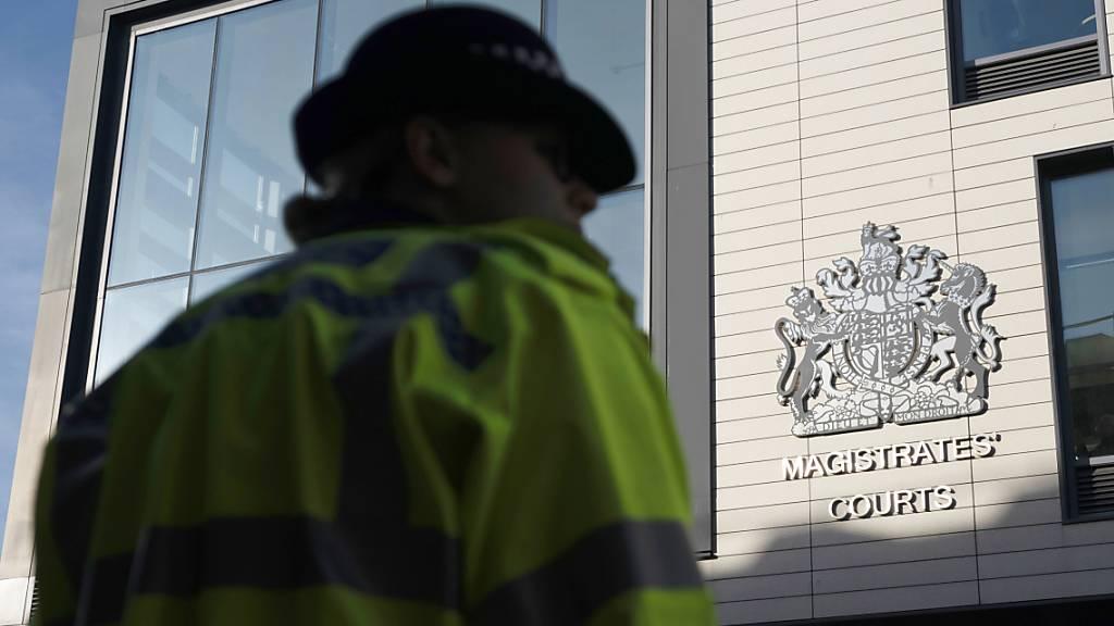 Die britische Polizei stuft den Vorfall als Mord und mehrfachen Mordversuch ein. (Symbolbild)