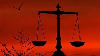 Was geht vor: Landesrecht oder Völkerrecht? Mit der lancierten SVP-Initiative steht diese Diskussion noch bevor. (Symbolbild)