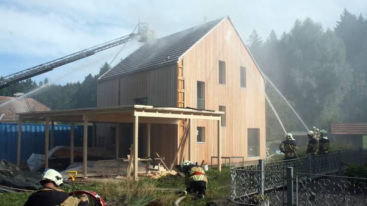 Die Feuerwehren Zofingen und Brittnau löschten den Brand in einem Haus, das in rund einer Woche hätte bezogen werden können.