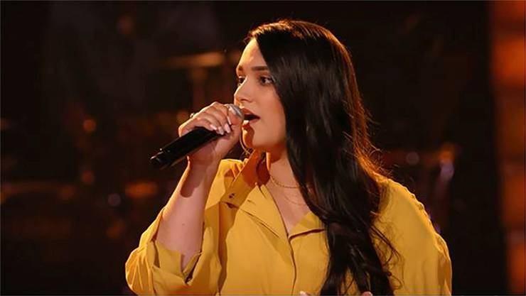 Mit Christina Aguileras «The voice within» singt sich Freschta Akbarzada ins Halbfinale von «The Voice of Germany».